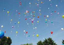 Hold festen i gang med heliumballoner